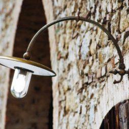 Nástěnné rustikální mosazné svítidlo Linea Bareton od Aldo Bernardi