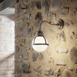 Nástěnná retro lampa Linea Cimosa v interiéru