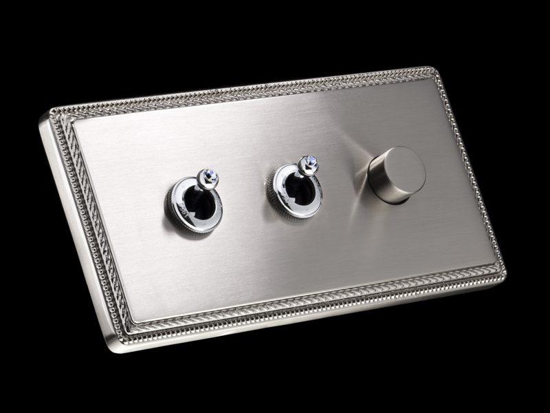 FONT BARCELONA 1950 Collection - rámeček matný nikl, dvě páčky chrom s krystaly Swarovski Indian Saphhire, stmívač