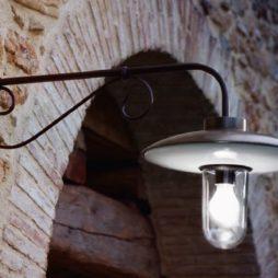Nástěnná retro mosazná lampa Linea Re Lear Aldo Bernardi