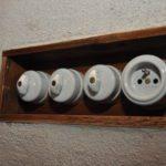 Historický vypínač a zásuvka Garby v Mlýně Světce